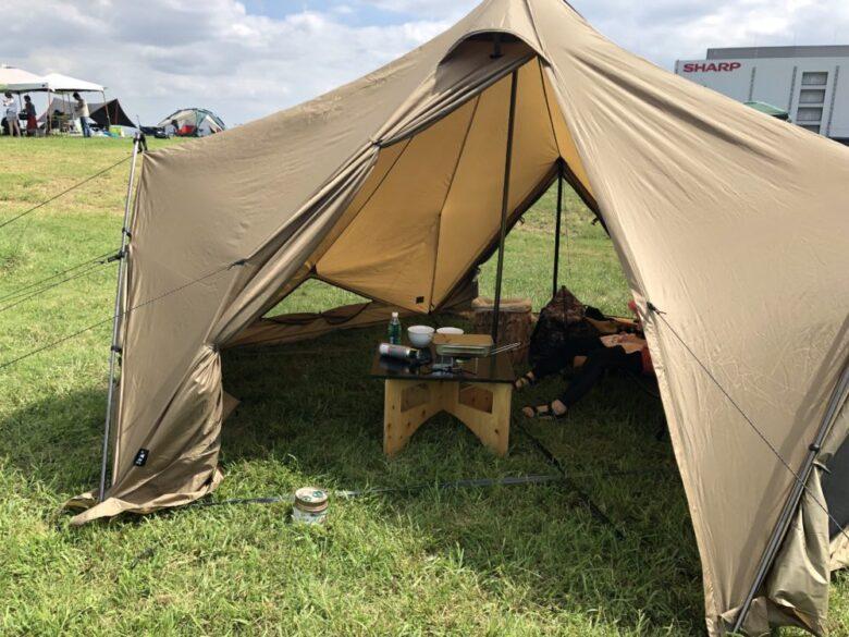 テントの中が広いことを伝える画像