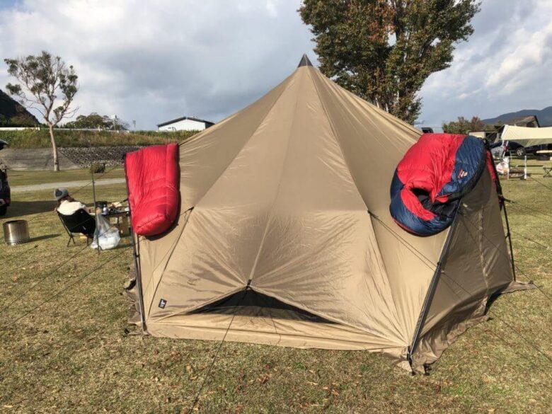 テントにシュラフがかけやすいことを伝える画像